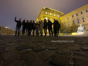 Turistas realizando este Free Tour Budapest el 2019 Diciembre 04 miércoles 14:30 hrs en el castillo de Buda en Budapest