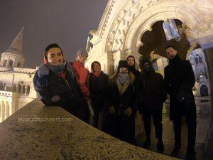 Turistas realizando este Free Tour en 2019 Diciembre 06 viernes a las 18:30 hrs en el Bastión de los pescadores en Budapest