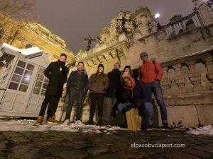 Turistas realizando este Free Tour en Budapest en el año 2019 Diciembre 06 viernes a las 18:30 hrs frente al castillo de Buda