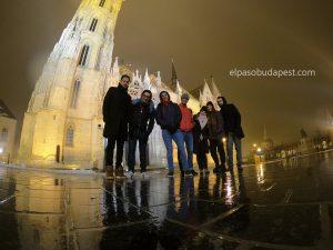 Turistas de Free Tour en Budapest en invierno 2019 Diciembre 06 viernes a las 18:30 hrs frente a la iglesia de Matías