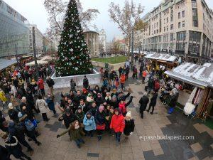 Grupo de turistas de Free Tour en Budapest en invierno 2019 Diciembre 17 sábado a las 10:30 hrs en plaza Vörösmarty Mihály