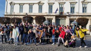 Grupo de turistas de Free Tour Budapest en 2019 Diciembre 08 Domingo a las 10:30 hrs frente al palacio del presidente húngaro