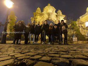 Grupo del Free Tour Budapest 2019 Diciembre 13 viernes tour de las 14:30 hrs frente al castillo de Buda en Budapest Hungría