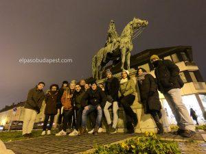 Grupo de Free Tour Budapest 2019 Diciembre 13 viernes tour de las 14:30 hrs frente a la estatua de Hadik András en Budapest