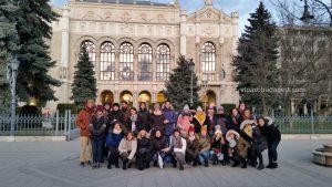 Grupo de Free Tour Budapest 2019 Diciembre 27 viernes tour de las 14:30 hrs frente al Vigadó Concert Hall en la plaza Vigadó