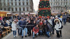 Grupo turistas Free Tour Budapest 2019 Diciembre 30 lunes tour de las 14:30 hrs en la feria de navidad en plaza San Esteban