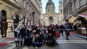 Grupo turistas Free Tour Budapest 2019 Diciembre 30 lunes tour de las 14:30 hrs frente a la Basílica de San Esteban