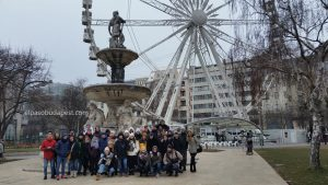 FGrupo turistas Free Tour Budapest 2020 Enero 03 viernes tour de las 10:30 hrs junto a la fuente Danubius en la plaza de Sissi