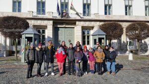 Miembros del mejor Free Tour de Budapest en el año 2020 Enero 05 domingo tour de las 10:30 hrs frente al palacio presidencial