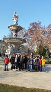 Free Tour Budapest en 2020 Enero 08 miércoles tour de las 10:30 hrs a lado de la fuente Danubius en la plaza Erzsébet