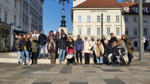 Miembros del Free Tour de Budapest felices en 2020 Enero 12 Domingo de las 10:30 hrs junto al café Gerbeaud en Budapest