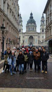 Free Tour Budapest en 2020 Enero 19 Domingo tour de las 10:30 hrs foto frente a la Basílica de San Esteban