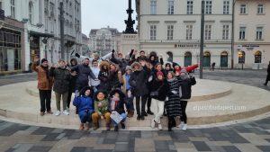 Grupo miembros Free Tour Budapest en 2020 Enero 21 Martes tour de las 14:30 hrs foto junto al café Gerbeaud Budapest