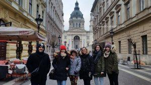 Grupo miembros Free Tour Budapest en 2020 Enero 22 Miércoles tour de las 14:30 hrs foto frente a la Basílica de San Esteban