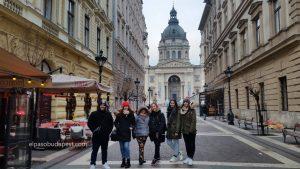 Visita guiada Free Tour Budapest en 2020 Enero 22 Miércoles tour de las 14:30 hrs foto frente a la Basílica de San Esteban