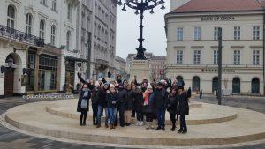 Grupo Realizando Free Tour de Budapest en 2020 Enero 26 Domingo tour de las 10:30 hrs foto junto al café Gerbeaud Budapest