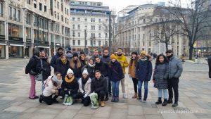 Grupo Realizando Free Tour de Budapest en 2020 Enero 27 Lunes tour de las 14:30 hrs foto en plaza Vörösmarty Mihály Budapest