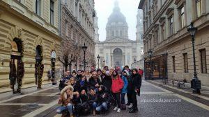 Realizando Free Tour por la tarde en Budapest en 2020 Enero 28 Martes tour de las 14:30 hrs foto frente Basílica de Budapest