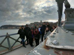 Free Tour BudapestJóvenes del Free Tour de Budapest por la tarde en 2020 Enero 30 Jueves tour de 14:30 hrs sobre el puente cadenas de Budapest