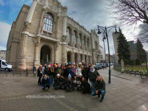 Grupo turístico realizando Free Tour de Budapest por la mañana 2020 Enero 31 Viernes tour de 10:30 hrs frente Vigadó Budapest
