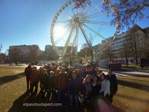 Grupo turístico realizando Free Tour de Budapest por la mañana 2020 Febrero 01 Sábado tour 10:30 hrs frente a la noria blanca