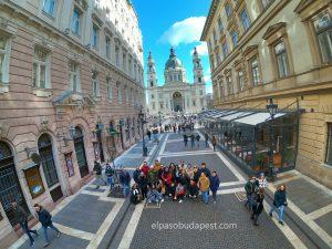Free Tour de Budapest por la mañana 2020 Febrero 02 Domingo tour de las 10:30 foto frente a la Basílica de San Esteban
