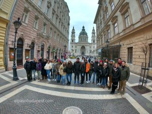 Participando en el Free Tour de Budapest en 2020 Febrero 12 Miércoles tour de las 14:30 foto frente a la Basílica de Budapest