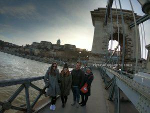 Free Tour Budapest 2020 Febrero 13 Jueves tour de las 14:30 en el puente de las cadenas de Széchenyi en Budapest al atardecer