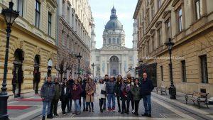 Turistas en el Free Tour de Budapest en 2020 Febrero 16 Domingo tour de las 10:30 horas frente a la Basílica de San Esteban