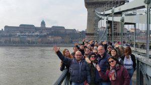Turistas en el Free Tour de Budapest en 2020 Febrero 16 Domingo tour de las 10:30 horas en el puente de cadenas de Budapest
