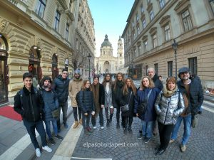 Miembros del Free Tour de español en Budapest el año 2020 Febrero 20 Jueves tour de las 14:30 horas frente a la Basílica