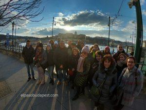 Free touring Budapest en español en el 2020 Febrero 27 Jueves tour de las 14:30 horas frente al río Danubio en Budapest