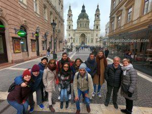 Realizando Free tour de Budapest en español 2020 Marzo 04 Miércoles tour de las 14:30 horas frente a la Basílica de Budapest