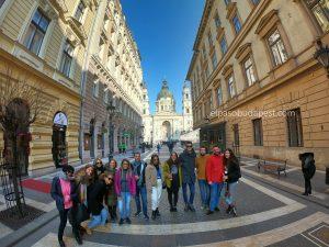 Grupo de turistas en el Free tour Budapest en español en 2020 Marzo 09 Lunes tour de las 14:30 horas en la parte de Pest