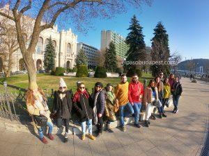 Grupo de turistas en el Free tour en español en 2020 Marzo 09 Lunes tour de las 14:30 horas en la parte de Pest de Budapest