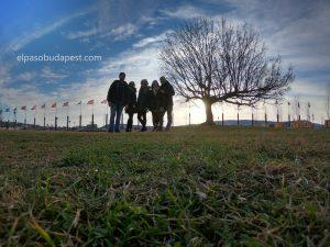 Free Tour BudapestFree tour Budapest 2020 Marzo 10 Martes tour de las 14:30 horas en el atardecer con el sol detrás del grupo de turistas