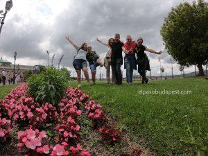 Free Tour BudapestAlegres turistas en Free tour Budapest en 2020 Julio 19 Domingo tour de las 10:30 horas en el distrito del castillo de Buda