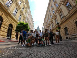 Turistas en este Free tour Budapest en 2020 Julio 22 Miércoles tour de las 10:30 horas en el paseo de las estrellas húngaras