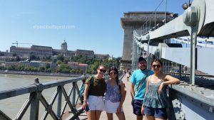 Grupo del Free tour Budapest en español el 2020 Agosto 13 Jueves tour de las 10:30 horas en el puente de cadenas de Budapest
