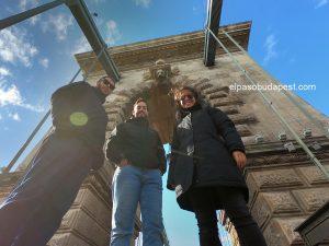 Turistas en Free Tour Budapest 2020 Octubre 18 Domingo tour de las 10:30 horas en el puente de cadenas de Budapest