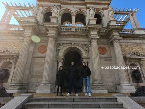 Turistas en Free Tour Budapest 2020 Octubre 18 Domingo tour de las 10:30 horas en los jardines del palacio real de Buda