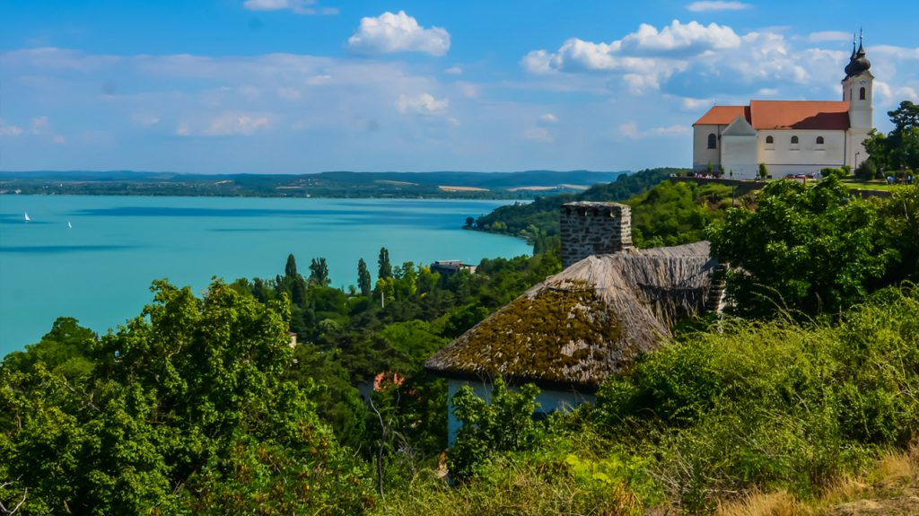 Paisaje del lago Balaton en Hungría