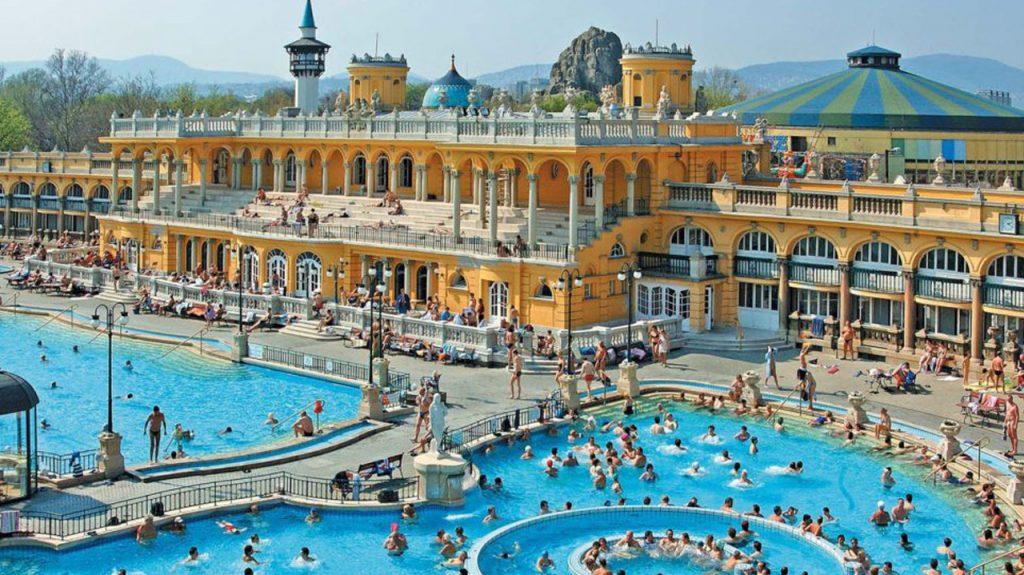 Baños termales Széchenyi en Budapest Hungría