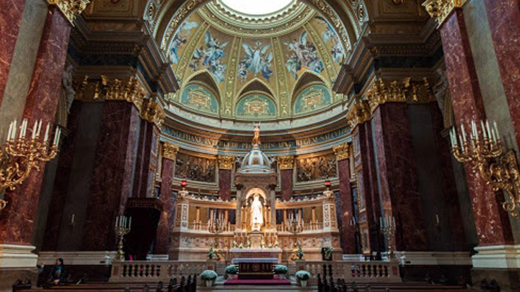 Interior de la Basílica de San Esteban en Budapest