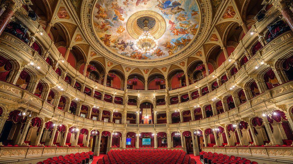 Ópera nacional de Hungría, es aquí el punto de encuentro de nuestro free tour general.