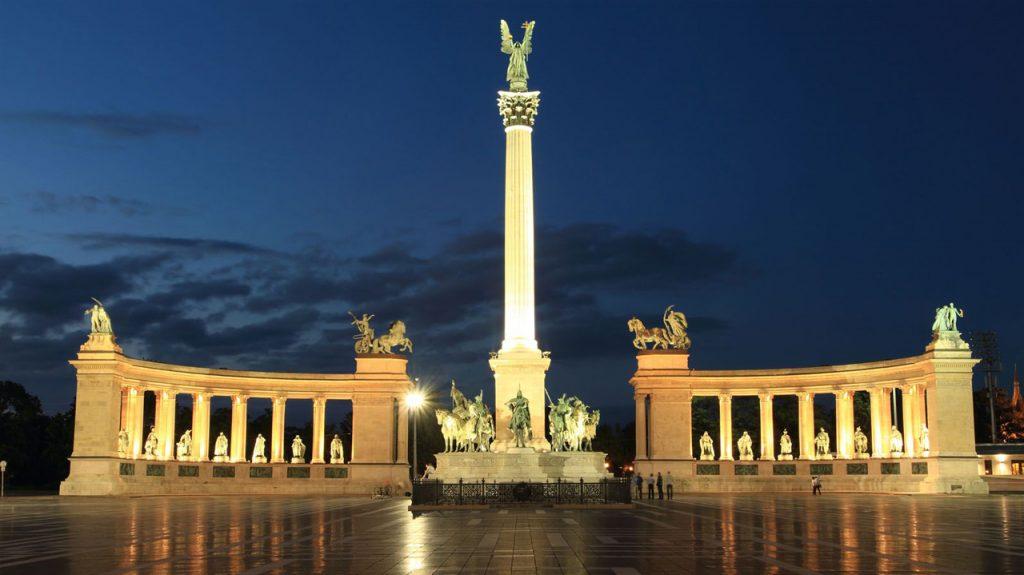 Plaza de los héroes Budapest Cosas que visitar en Budapest
