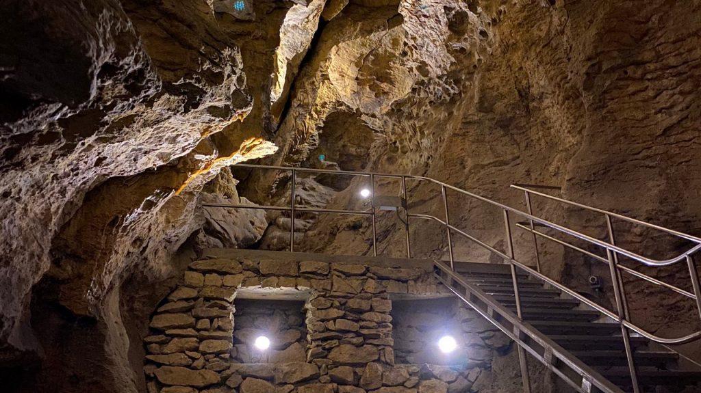 Cuevas de Szemlő hegyi en Budapest Hungría