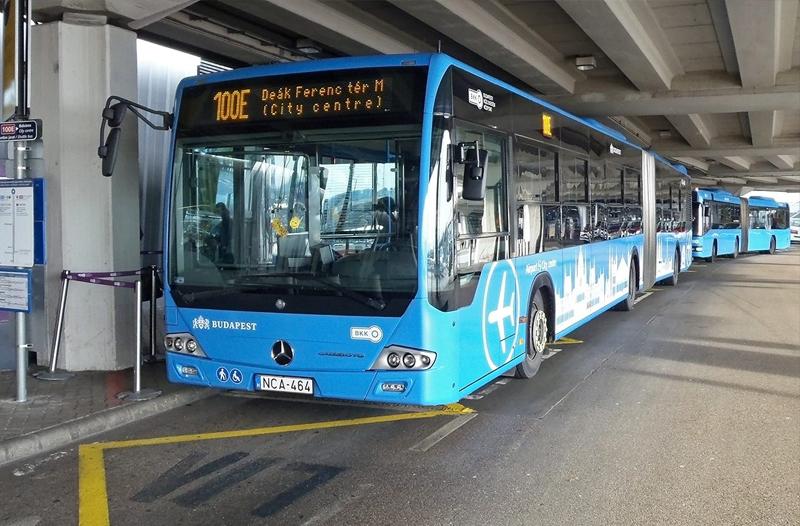 En el free tour recomendamos abordar este autobús 100E del transporte público de Budapest desde el aeropuerto Liszt Ferenc