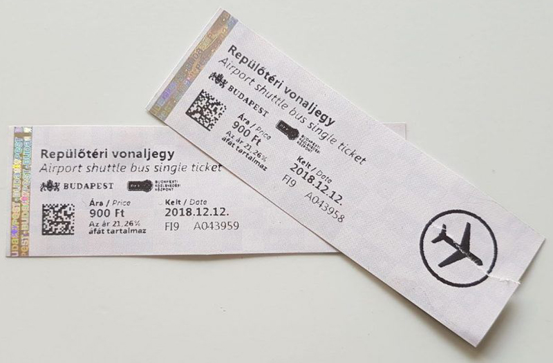 En el free tour se recomienda usar estos billetes del autobús público 100E de Budapest para ir al aeropuerto Liszt Ferenc
