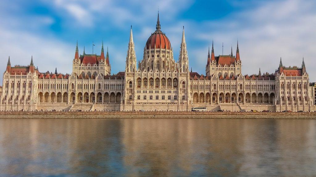 Parlamento de Hungría frente al rio Danubio